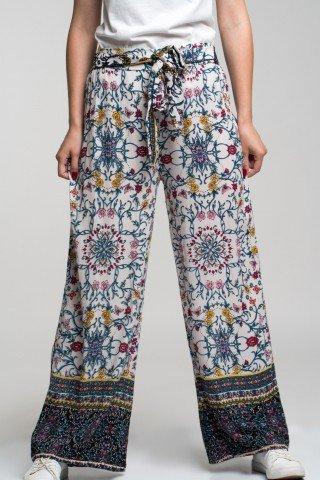 Pantaloni vaporosi cu imprimeu multicolor si cordon