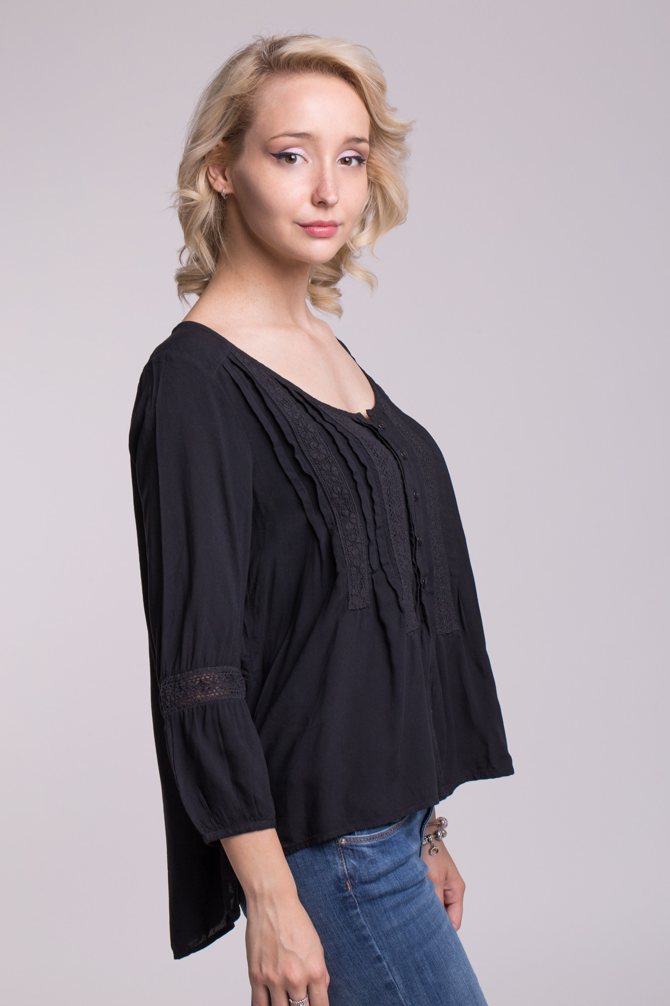 Bluza neagra din vascoza cu maneca trei sferturi