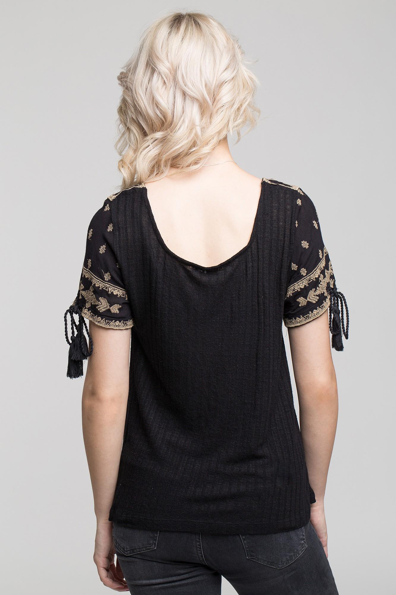 Tricou negru cu broderie alba si ciucuri