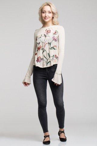 Bluza bej cu broderie florala si maneci cu manseta clopot