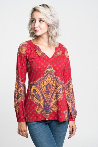 Bluza rosie cu imprimeu etnic multicolor si decolteu cu anchior