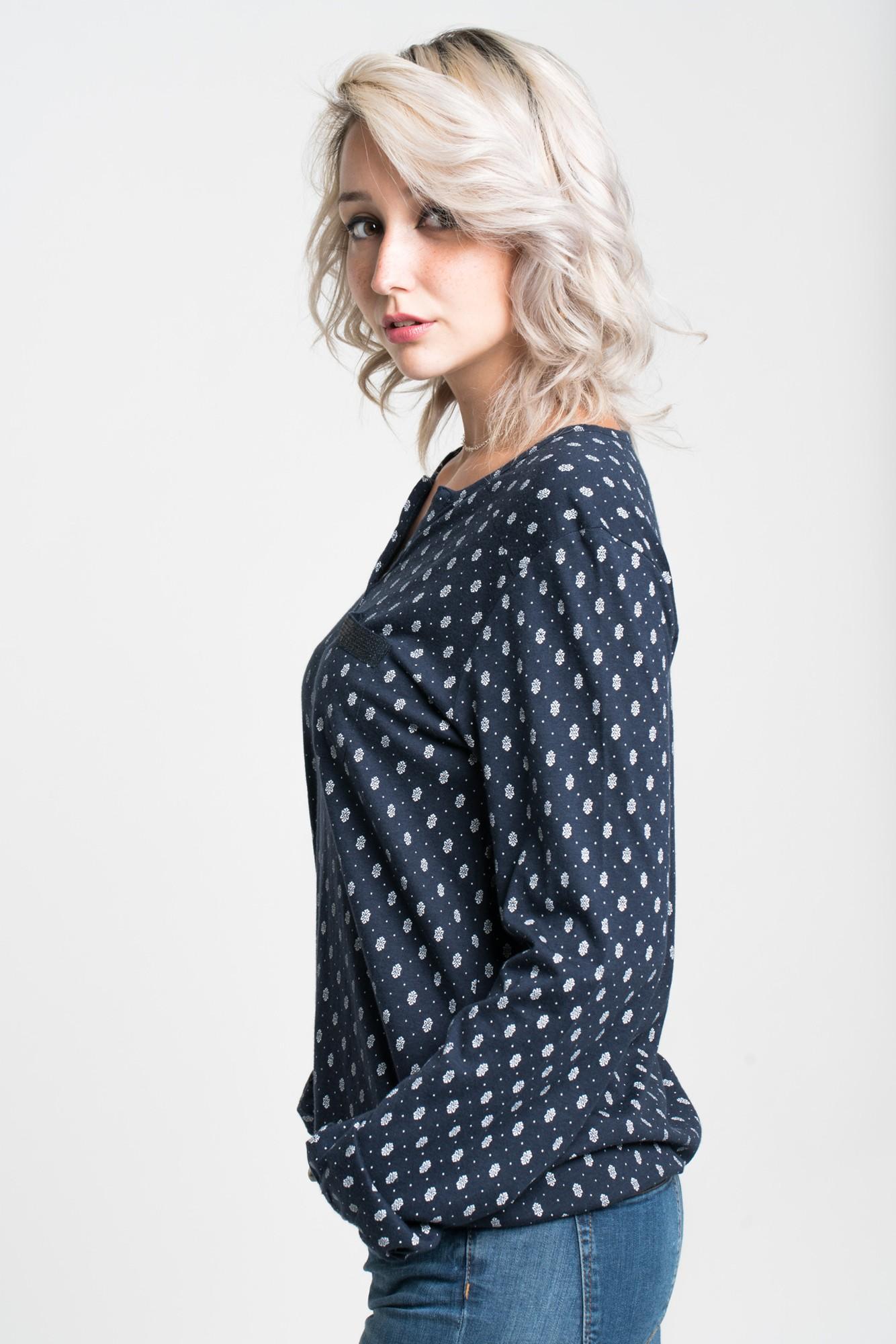 Bluza bleumarin cu imprimeu alb si buzunar cu detaliu din paiete