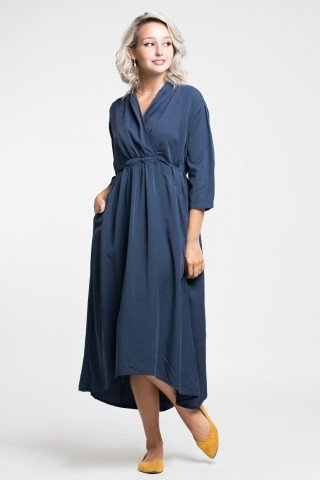Rochie bleumarin midi din vascoza matasoasa cu snur reglabil in talie