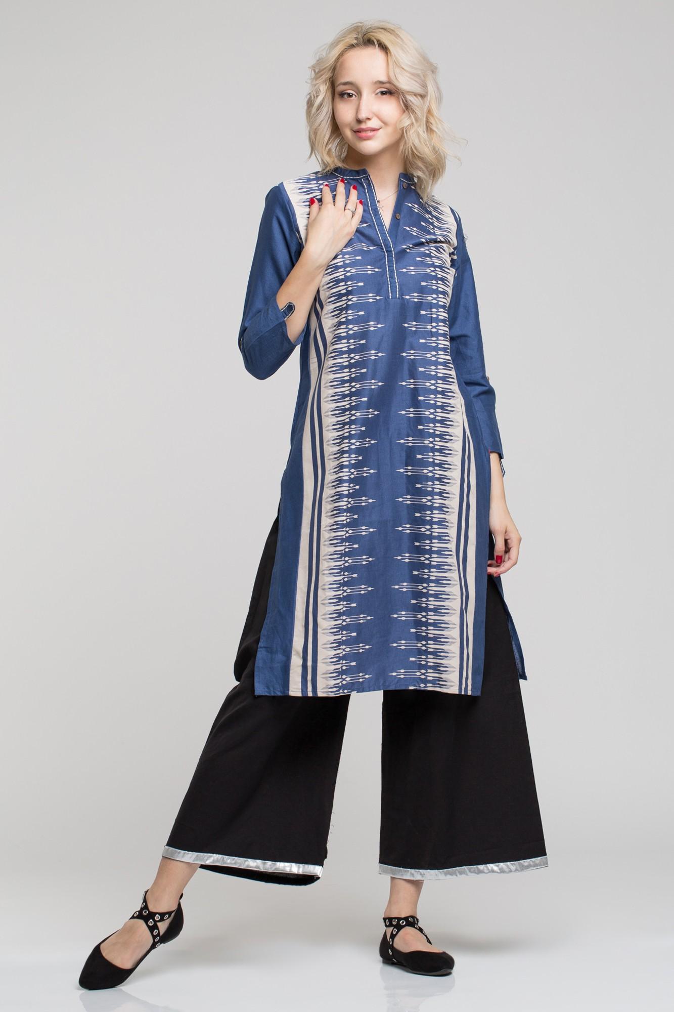 Costum traditional indian cu tunica albastra cu imprimeu alb si maneci reglabile