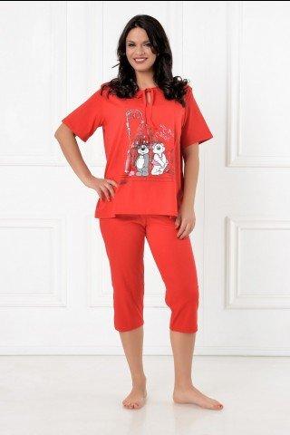 Pijama rosie cu pantaloni trei sferturi, decolteu cu snur si imprimeu