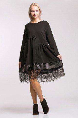 Rochie supradimensionata neagra cu pliuri si bordura din piele ecologica si dantela