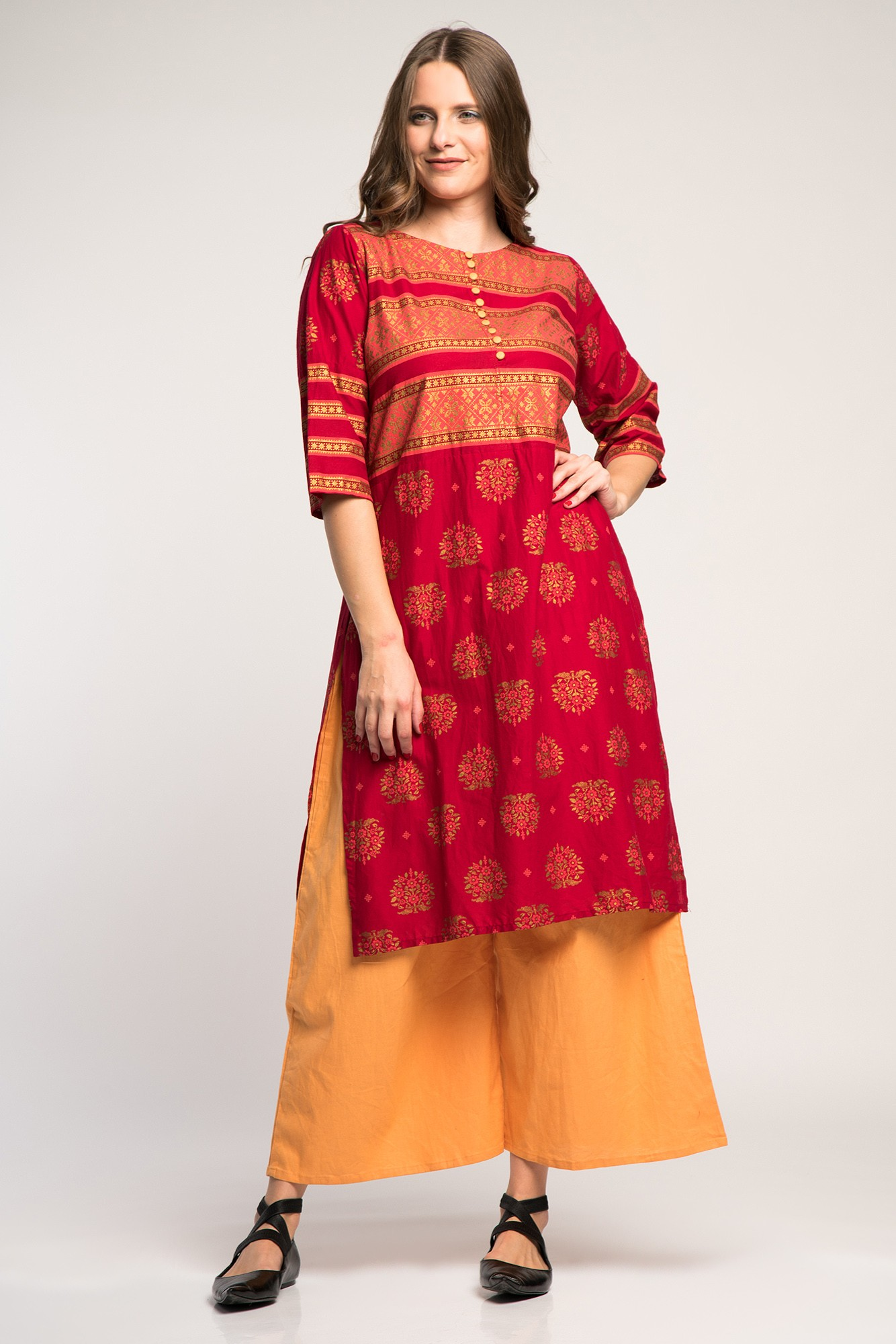 Costum traditional indian cu pantaloni portocalii si broderie aurie