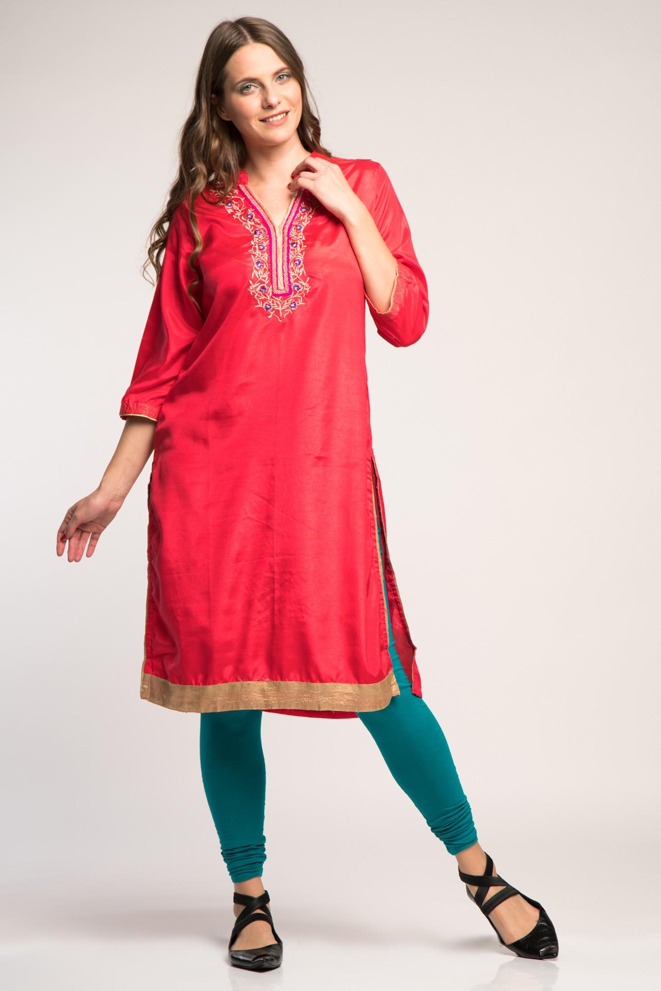 Costum traditional indian turcoaz/rosu cu broderie aurie