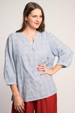 Bluza cu dungi subtiri bleu si broderie alba