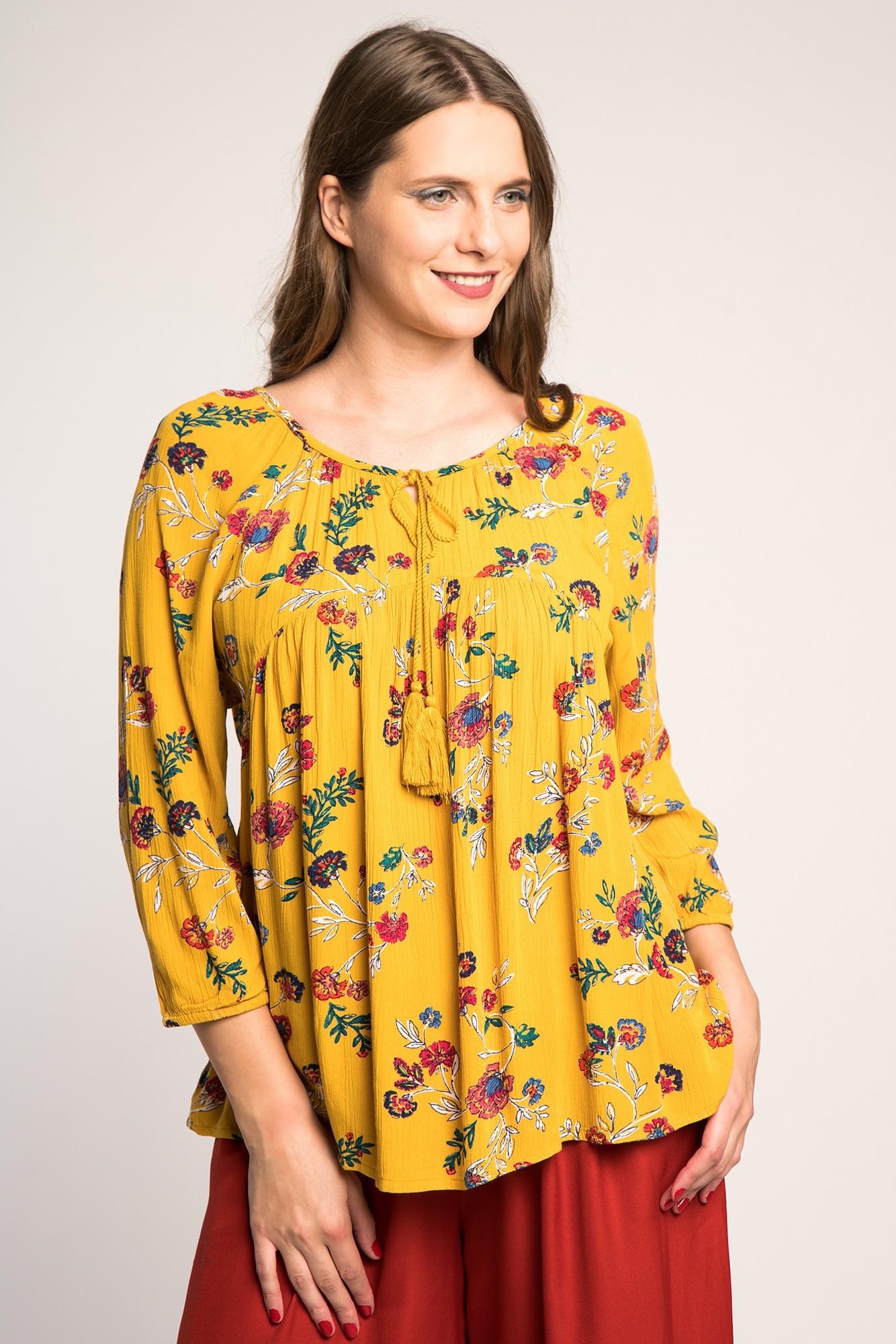 Bluza vaporoasa galbena cu imprimeu floral multicolor
