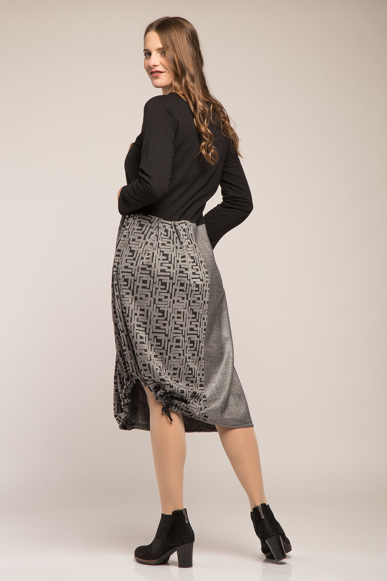 Rochie office negru-gri cu fronseu lateral