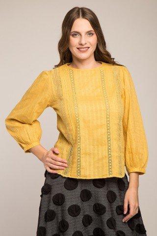 Bluza galbena la baza gatului cu insertie dantela