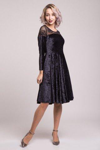 Rochie din catifea neagra si dantela
