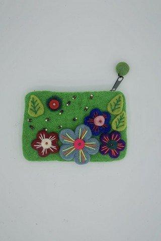 Portofel verde din fetru cu flori multicolore si margele