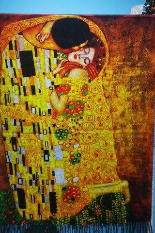 Esarfa din casmir cu imprimeu dupa tabloul Sarutul de Gustav Klimt
