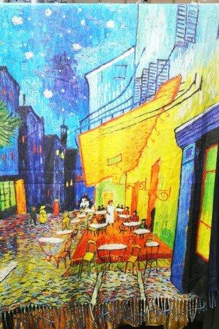 Esarfa din casmir cu imprimeu dupa Terasa Cafenelei Noaptea a lui Van Gogh