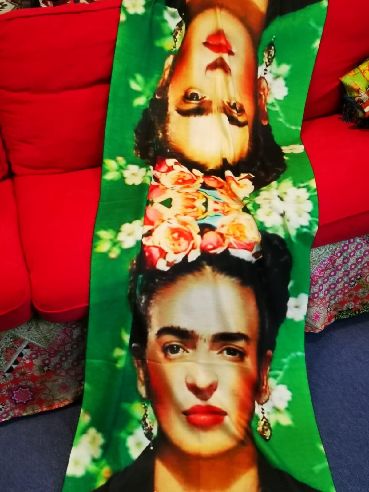 Esarfa din casmir cu ciucuri Frida Kalo