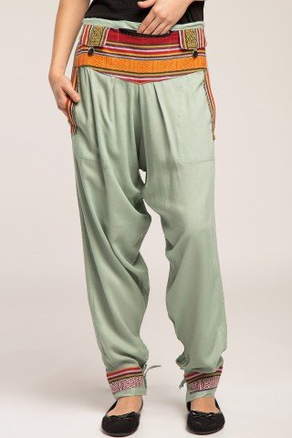 Pantaloni gri cu brau si mansete etnice