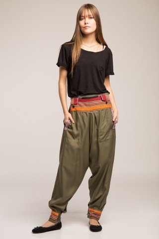 Pantaloni verzi cu brau si mansete etnice
