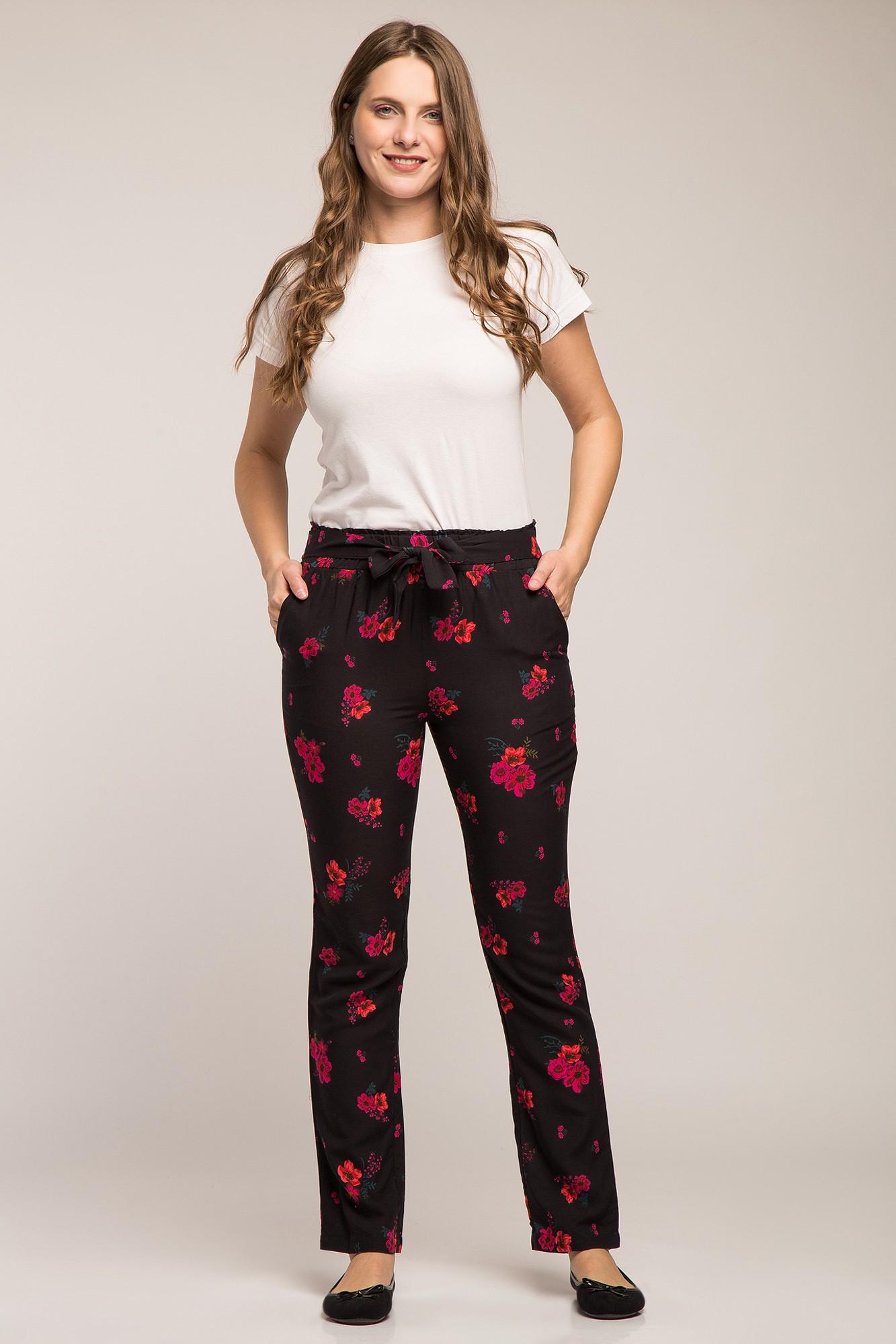 Pantaloni negri cu model floral rosu