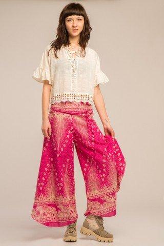 Pantaloni roz largi cu slituri si imprimeu paun