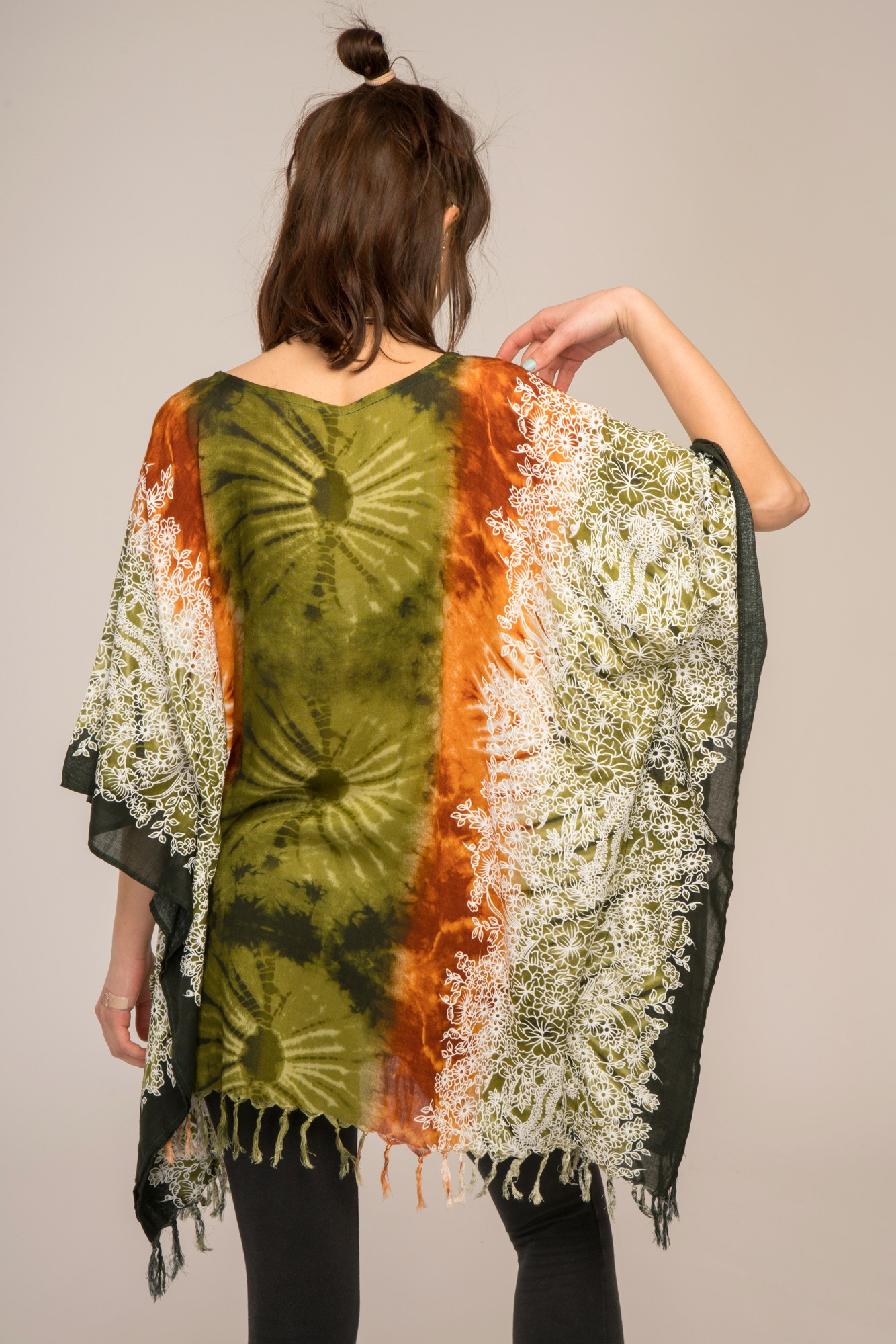 Poncho vascoza cu franjuri Green Mandala