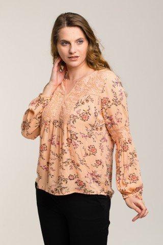 Bluza peach cu imprimeu floral si dantela