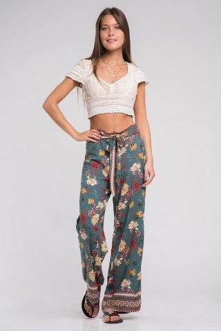 Pantaloni boho largi din vascoza cu flori