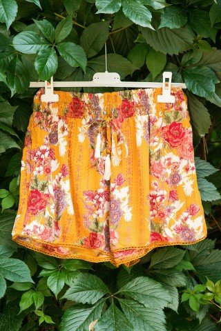 Pantaloni scurti imprimeu floral Sunshine