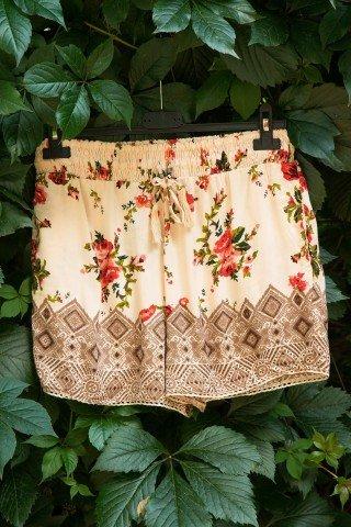 Pantaloni scurti crem Roses