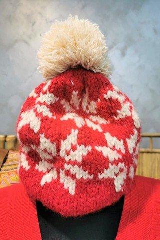 Caciula din lana cu ciucure