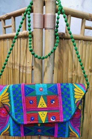 Geanta plic verde cu broderie Hmong multicolora