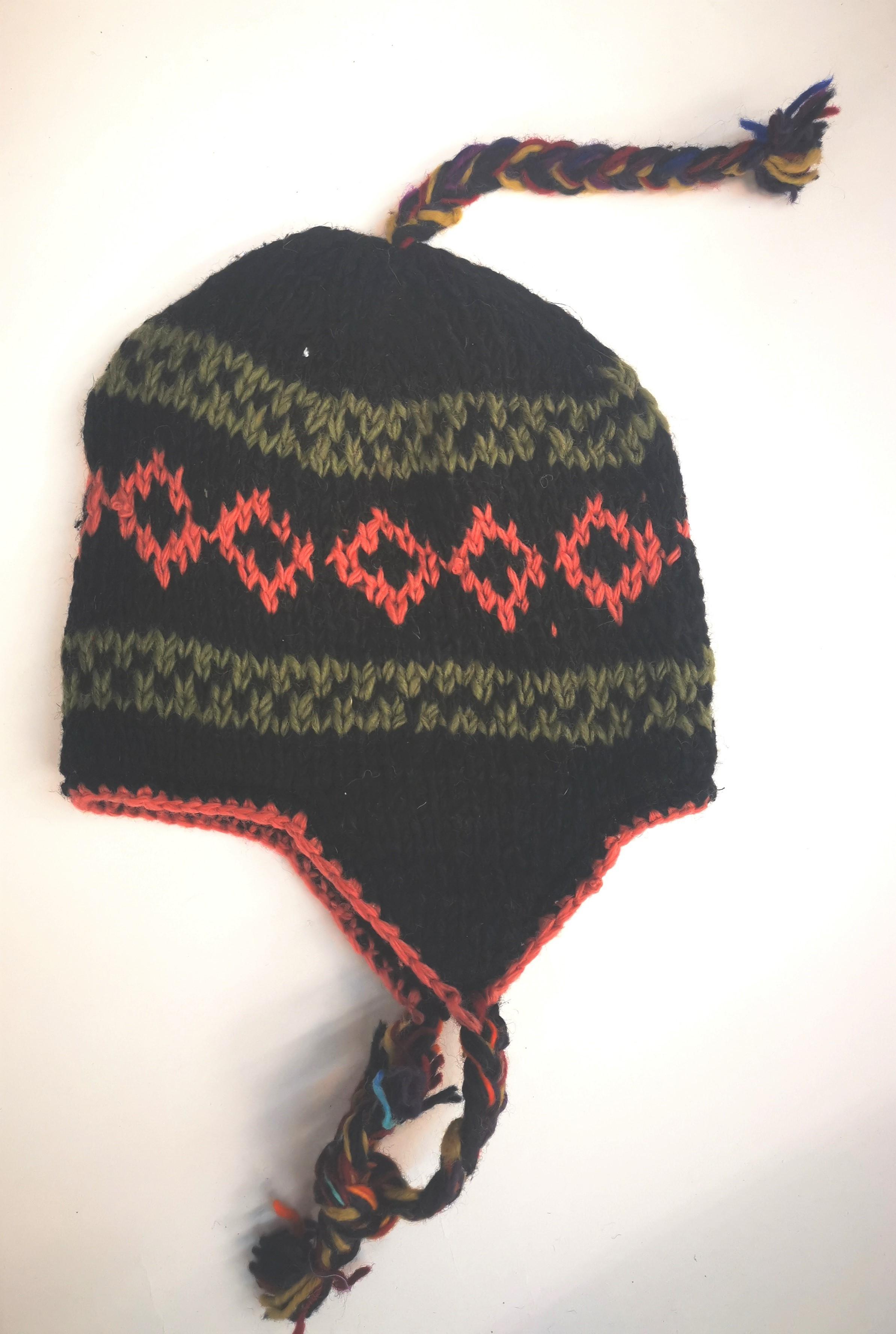 Caciula din lana multicolora cu dublura polar