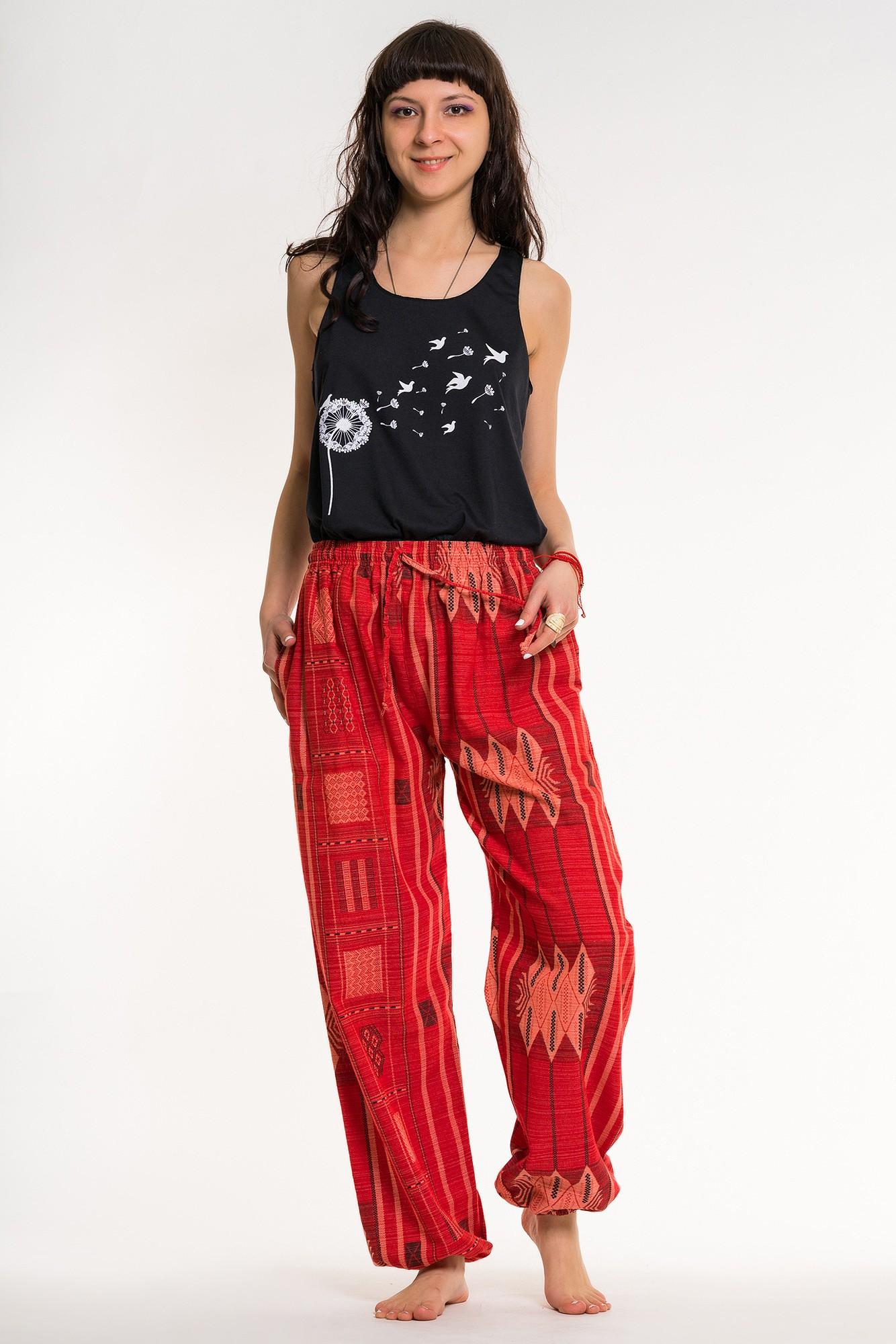 Pantaloni rosii cu tesatura geometrica unisex