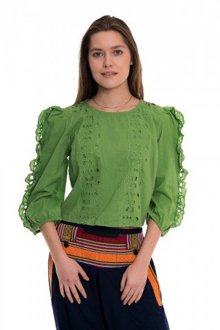 Bluza verde cu volane si broderie sparta