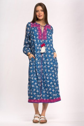 Rochie albastra cu print floral si broderie roz