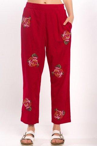 Pantaloni conici rosii cu broderie florala