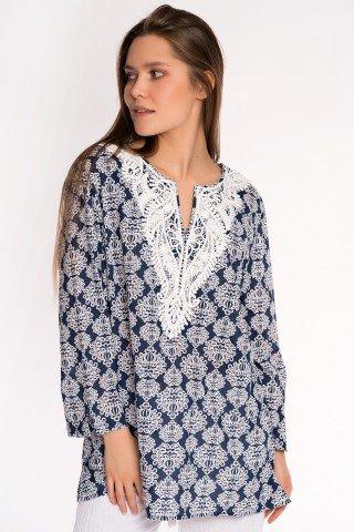 Bluza bleumarin cu imprimeu alb si dantela