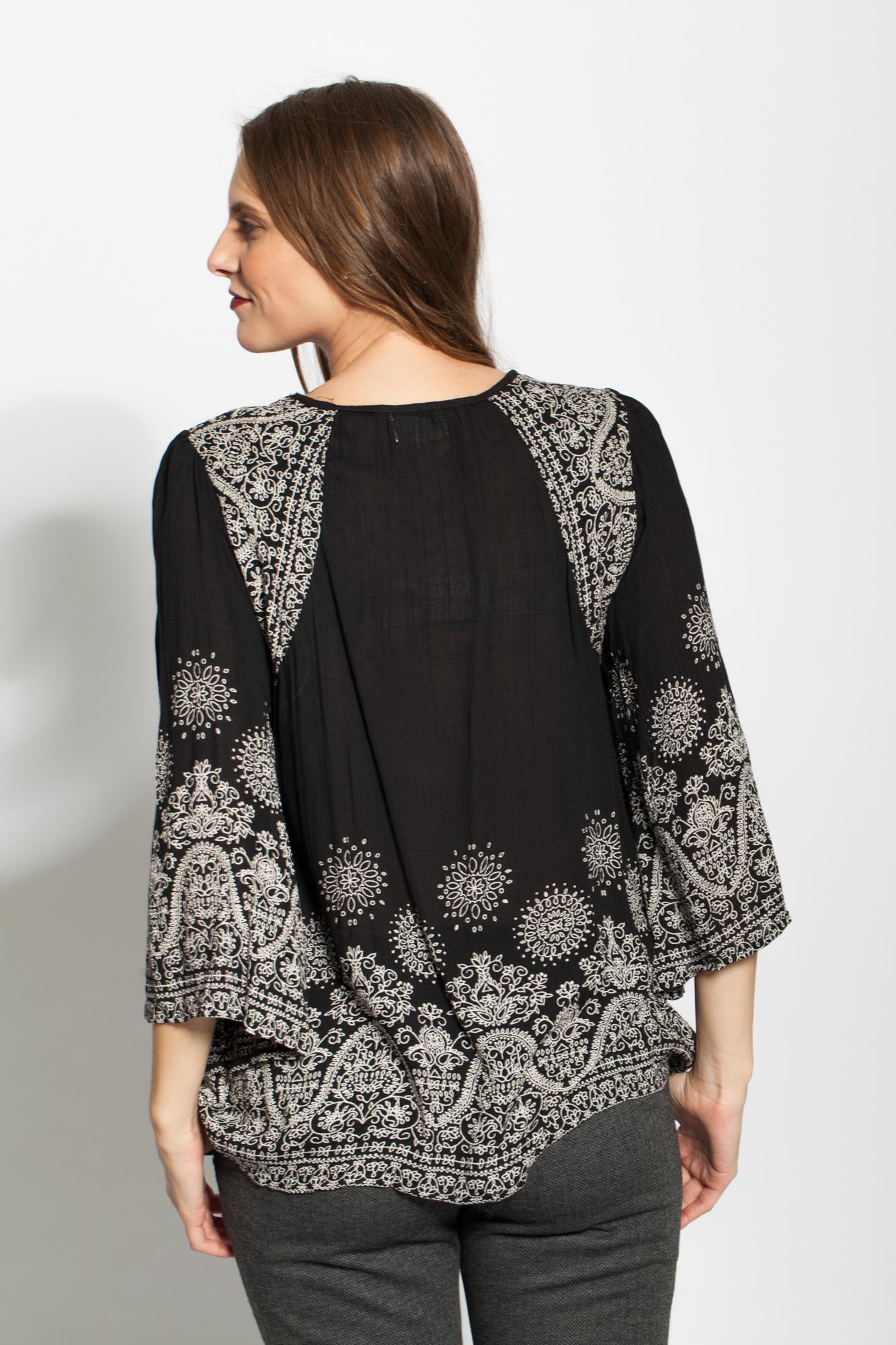 Bluza neagra vascoza cu imprimeu si maneci evazate