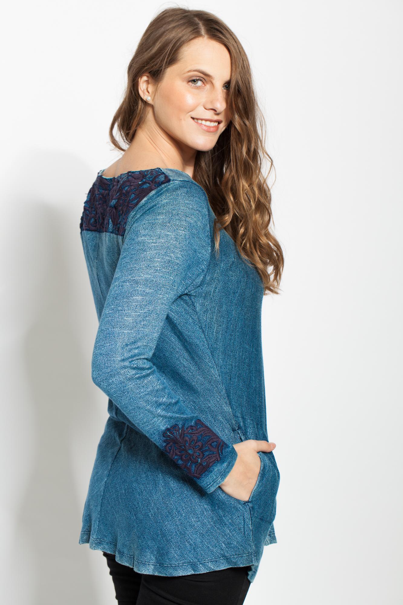 Bluza bleumarin cu broderie si buzunare