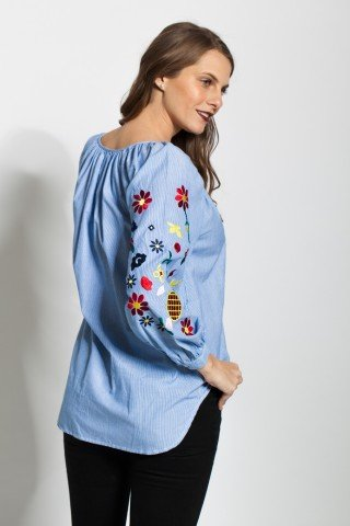 Bluza cu dungi albe-bleu si broderie pe maneci