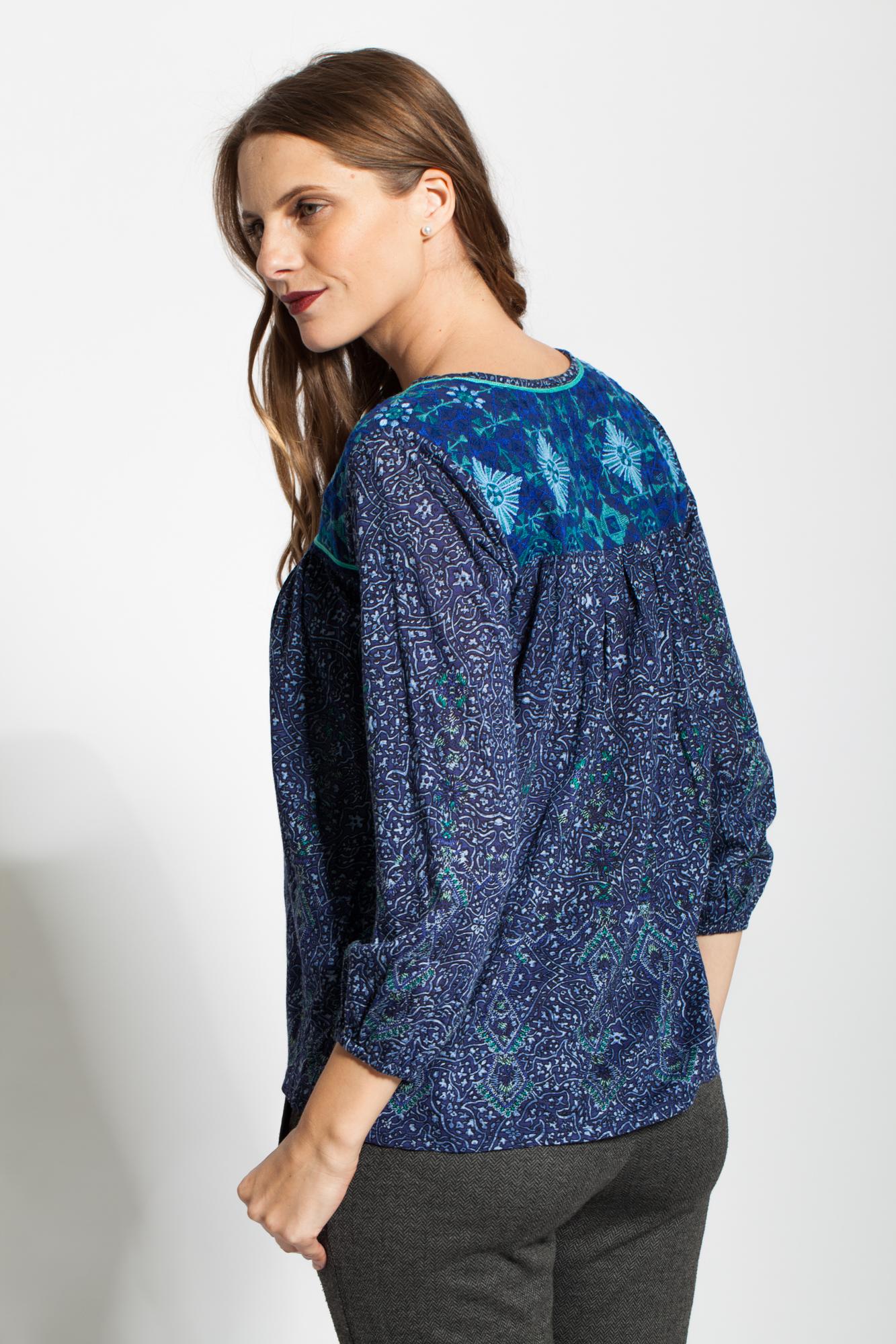 Bluza albastra cu imprimeu si broderie Catalin