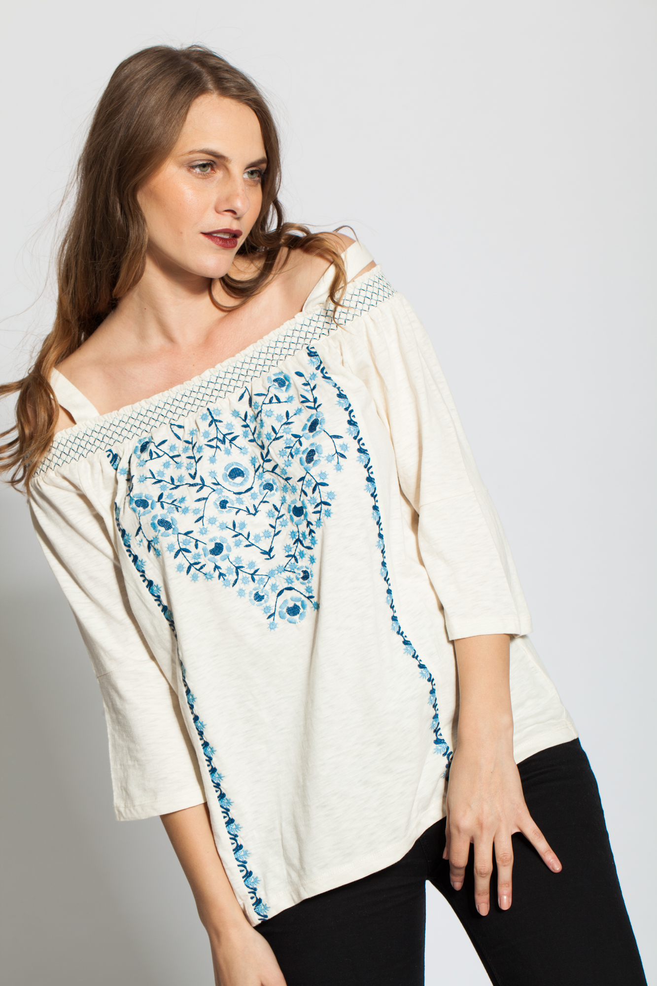 Bluza alba cu broderie florala Cindy