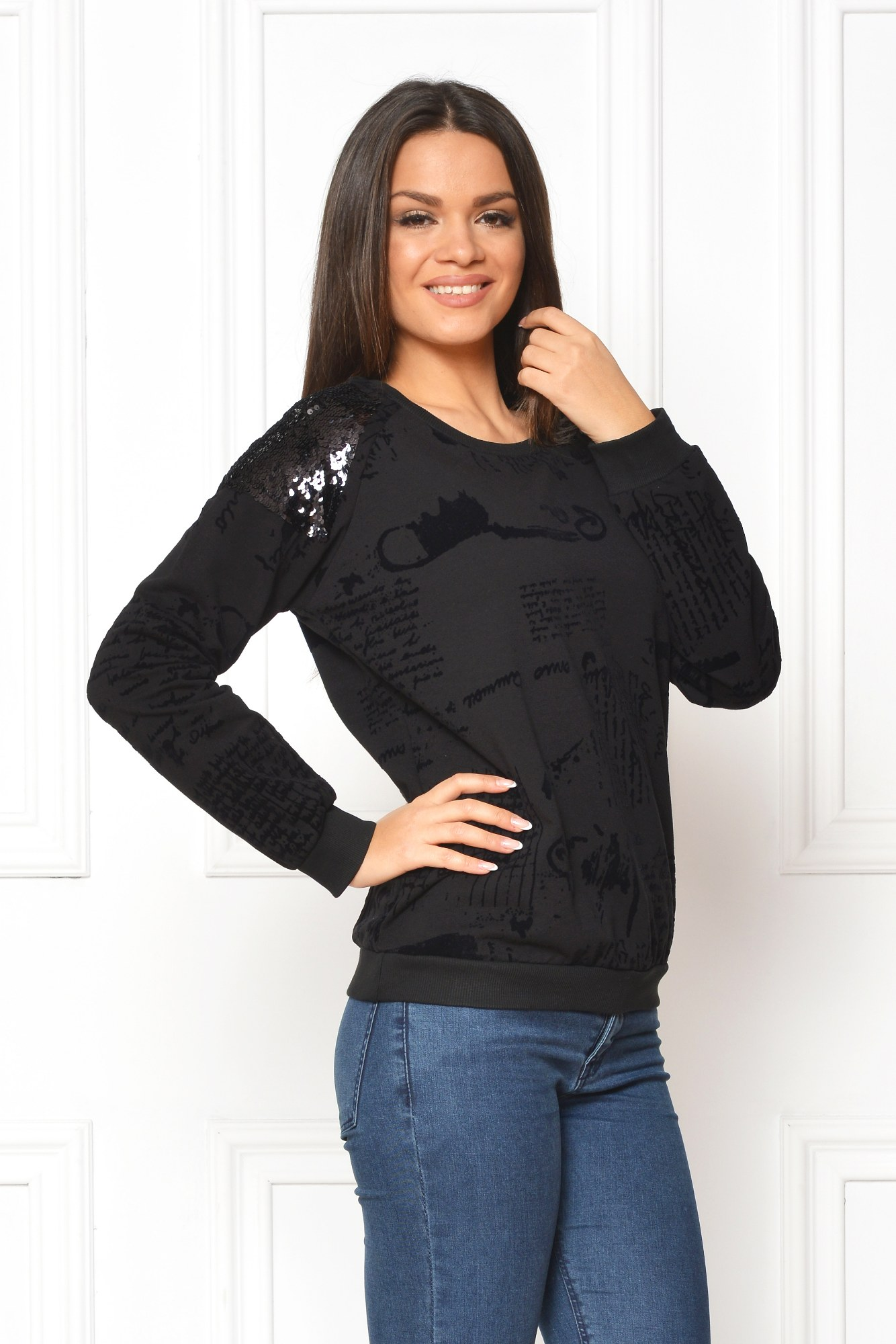 Bluza neagra casual print urban de catifea
