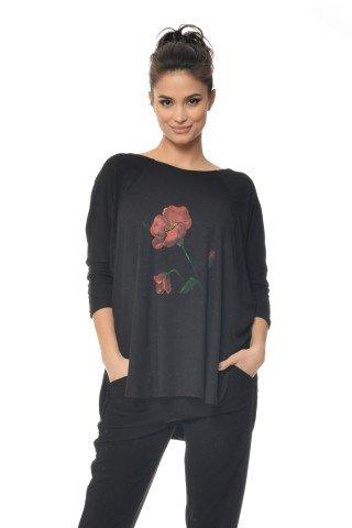 Bluza neagra cu maci pictati manual CBM1146