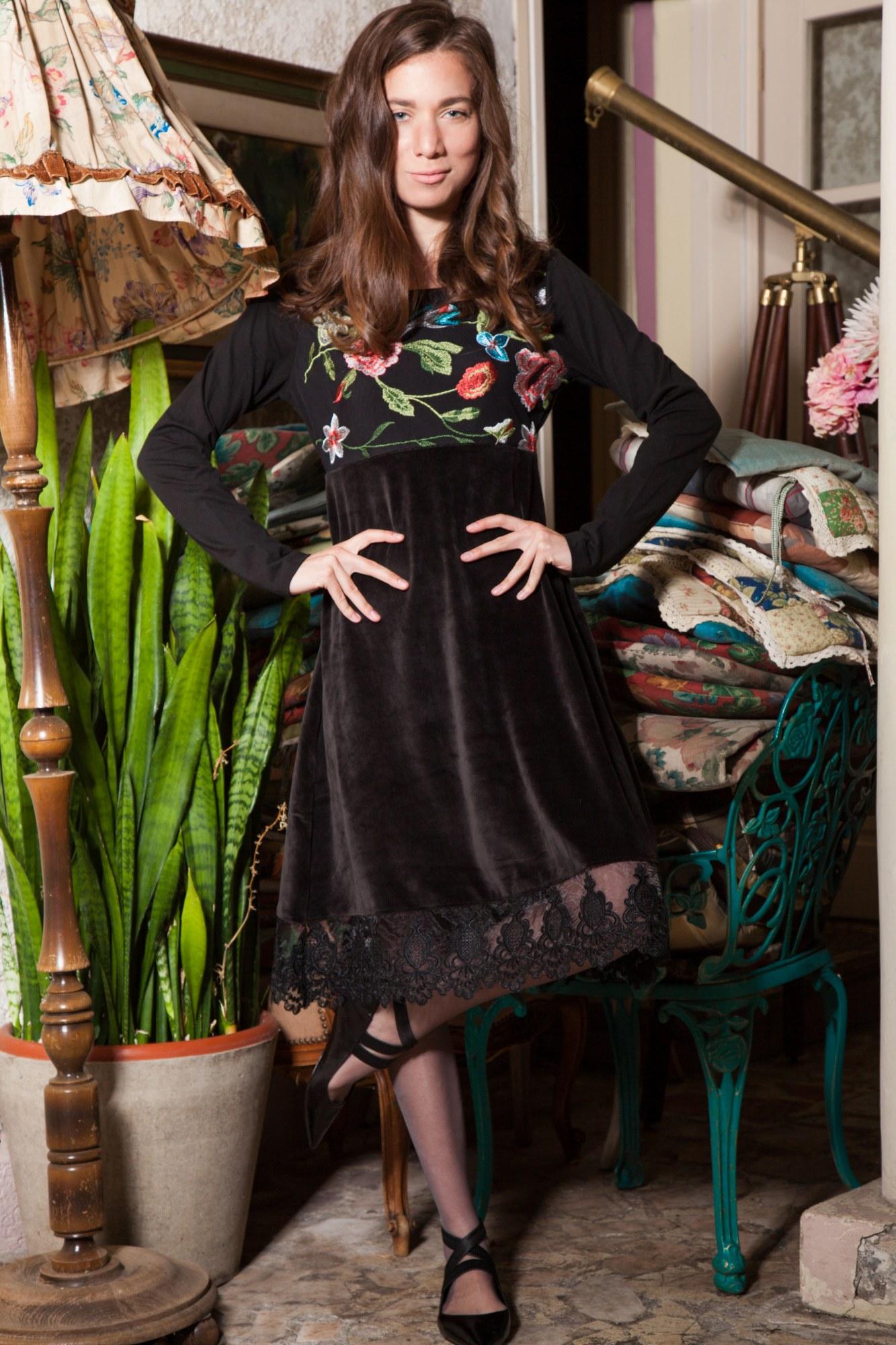 Rochie eleganta din catifea neagra Anabelle cu dantela si broderie florala