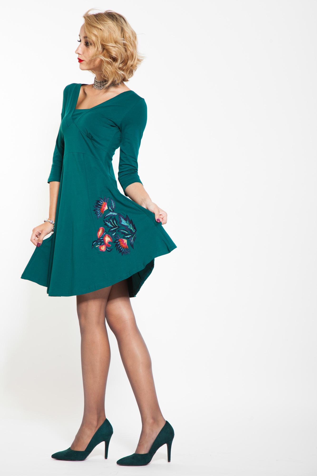 Rochie verde-turcoaz cu broderie florala