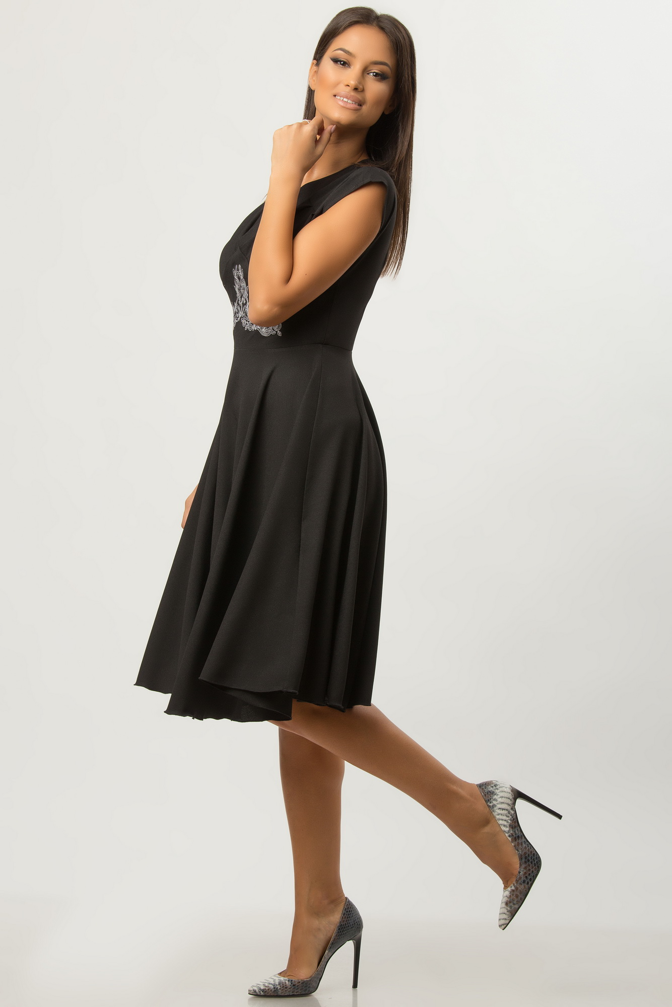 Rochie de zi retro neagra cu broderie alba CBM1271