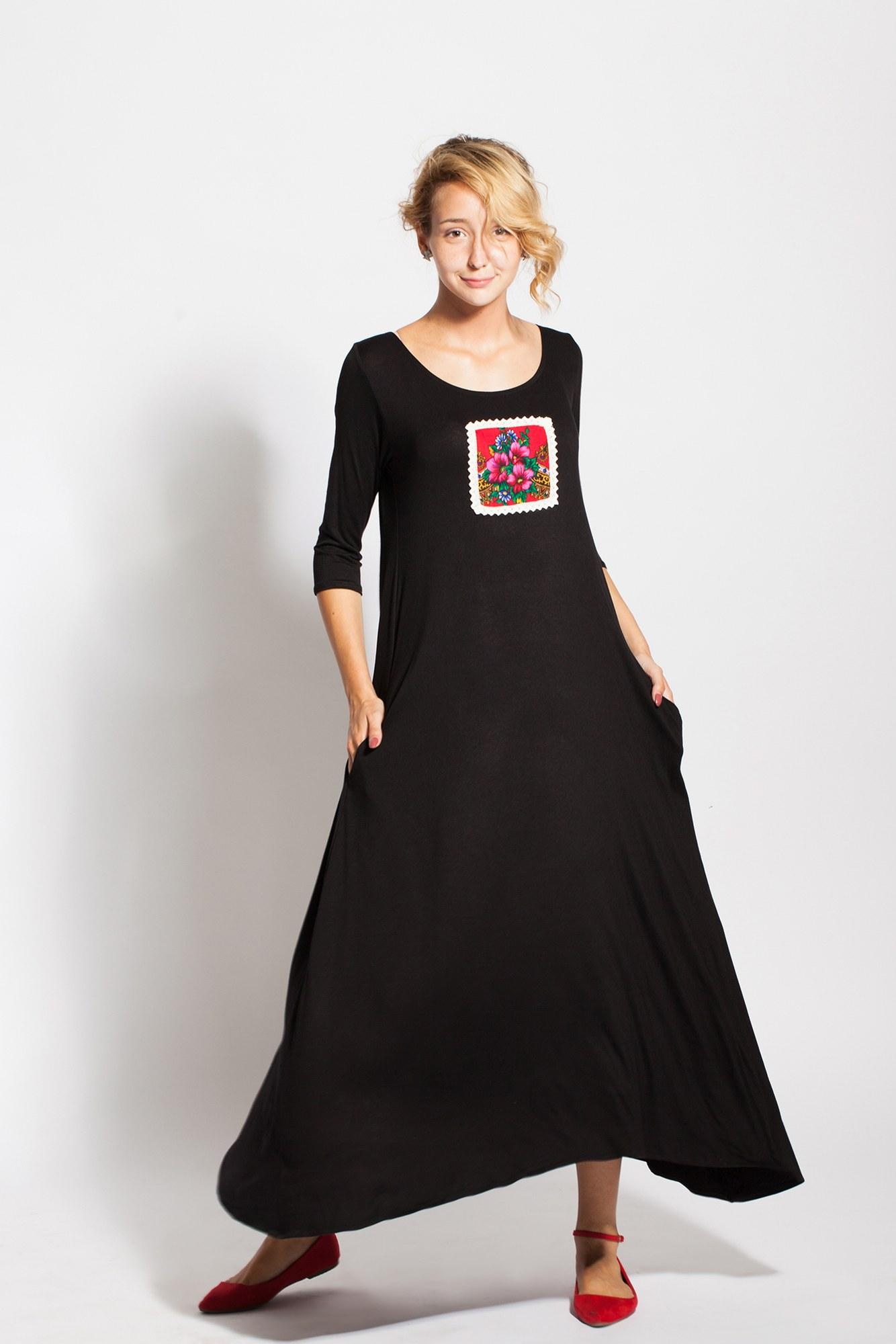 Rochie neagra lunga Mada cu aplicatie traditonala