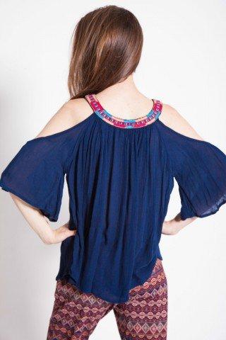 Bluza bleumarin cu decupaje umeri si broderie
